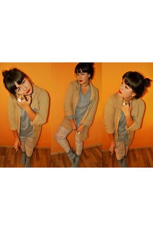 heather gray juicy Stradivarius socks - camel knitted HUE coat
