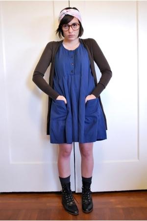 black brogues vintage shoes - blue linen babydoll thrifted vintage dress