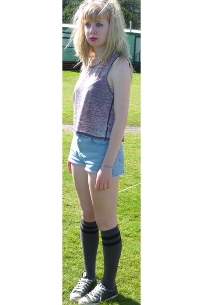 how to wear knee high socks with sneakers