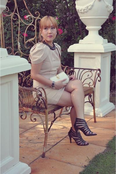 black crystal Crazy Dexter necklace - beige classic Forme dress