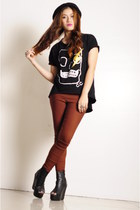 black styleseries top - black SM hat - brick red landmark pants