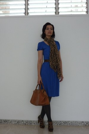 blue cotton Mango dress - charcoal gray grey Zara tights - gold leopard print un