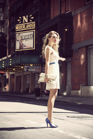 white ivana helsinki dress - white VJ-style bag - blue Manolo Blahnik heels