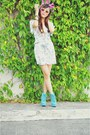 Navy-floral-vintage-dress-aquamarine-asian-vogue-boots