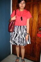 red bench t-shirt - black tiangge skirt - gray ichigo shoes - red liz claiborne