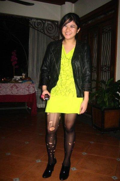 Dorothy Perkins jacket - green Street Beat Boutique dress - black Zara shoes - b