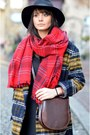 Red-hm-scarf