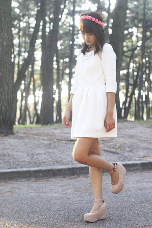 white lily brown dress