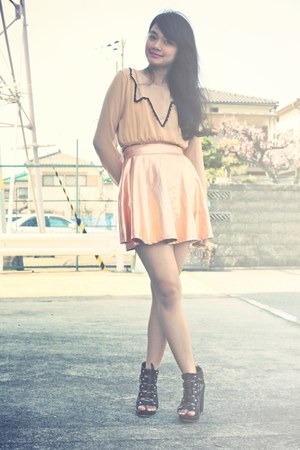 tan from bangkok dress - black ankle boots Parisian boots