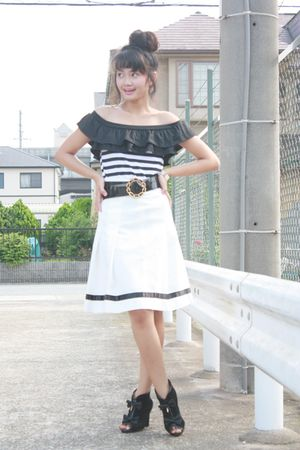 black Shoponblogcom top - black belt - white skirt - black Liz Lisa boots