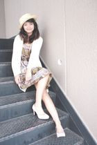 beige hat - beige cardigan - beige dress - pink shoes