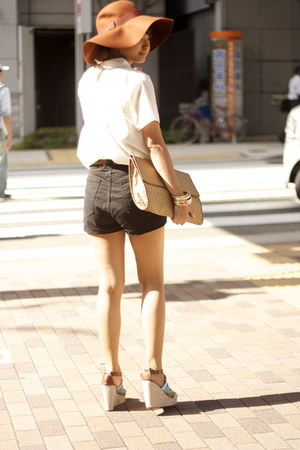 floppy hat asos hat - clutch vintage bag - zipper shorts American Apparel shorts