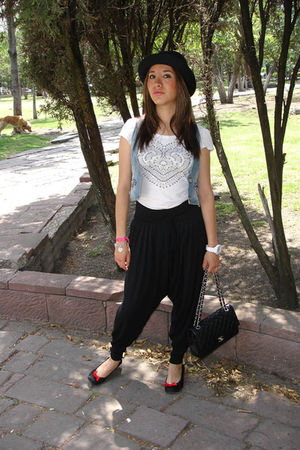blue Bershka vest - white H&M t-shirt - black LOB pants - black Zara shoes