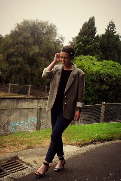 beige thrifted blazer - navy Forever New pants - black Glassons top