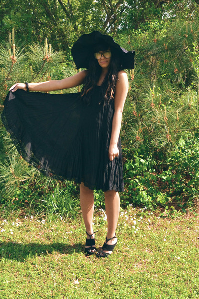 black skirt - black hat