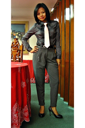black SM top - gray SM pants - black UrbanOG shoes - pink Armando Caruso tie - b
