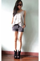 gray shorts - black boots - heather gray lace skull Dotti top