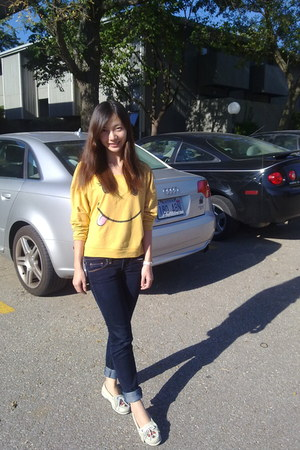 mustard top - cream Minnetonka shoes