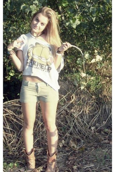 black hippie peace necklace - tan Cowboy boots - dark khaki Bershka shorts