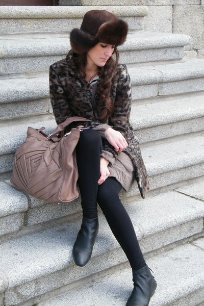 beige Zara bag - black H&M boots - brown Zara coat - brown Secondhand hat