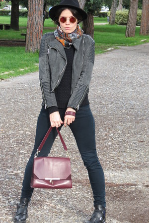 black leather Zara boots - black street style Zara hat