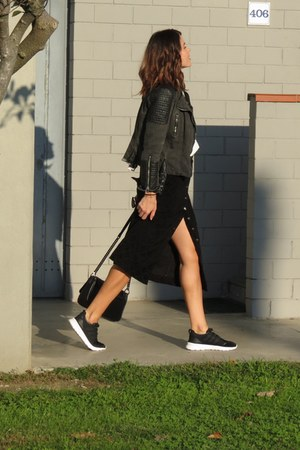 black bag - gray jacket - white H&M shirt - black outlet vintage skirt