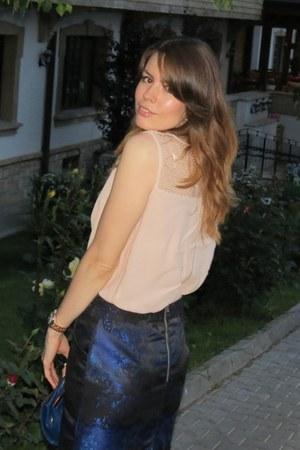 nude Stradivarius heels - blue Sisley bag - blue H&M skirt - nude Zara blouse
