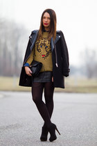 mustard knitted Zara sweater - black suede Stradivarius boots