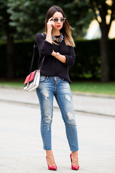 blue Zara jeans - black knitted H&M sweater - white flap Zara bag