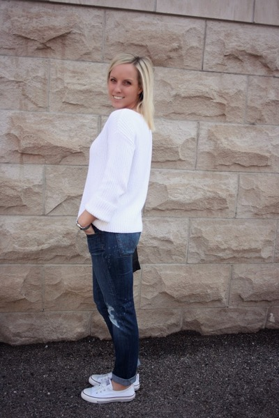 white vince sweater - blue citizens of humanity jeans - black longchamp bag