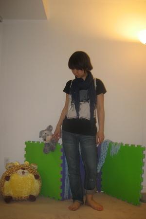 Korean t-shirt - American Eagle jeans - American Eagle scarf