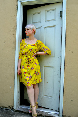 yellow thrifted Old Navy dress - dark khaki vintage Target sandals