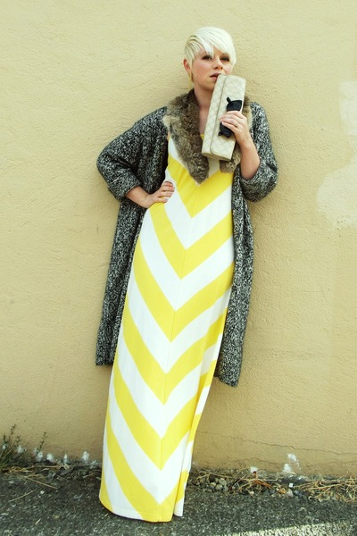light yellow chevron Gap dress - light brown fur vintage scarf