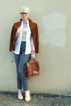 tawny leather jacket - white vintage shirt - tawny vintage coach bag