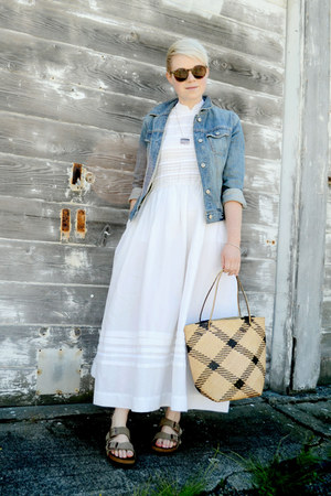 blue denim Gap jacket - white vintage dress - beige vintage straw bag