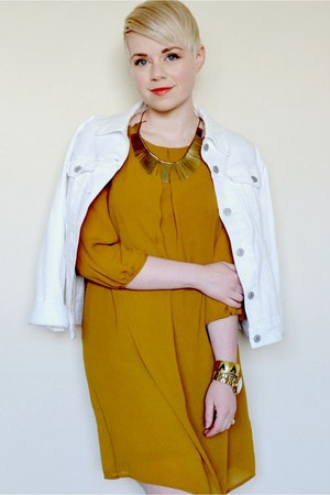 white Levis jacket - mustard H&M dress - gold vintage necklace