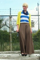 yellow Gap cardigan - blue wayfarer Ray Ban glasses - tan Forever21 skirt