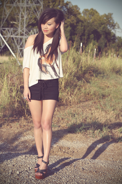 scribbled horse Forever 21 t-shirt - lace up vintage shorts