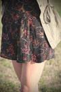 Dark-khaki-utility-volcom-jacket-salmon-platform-h-m-sandals-black-floral-pr