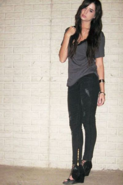 gray hudson jeans jeans - black Aldo shoes - gray Forever 21 t-shirt