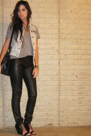 forever 21 vest - forever 21 t-shirt - H&M pants - Target purse - Aldo shoes - f