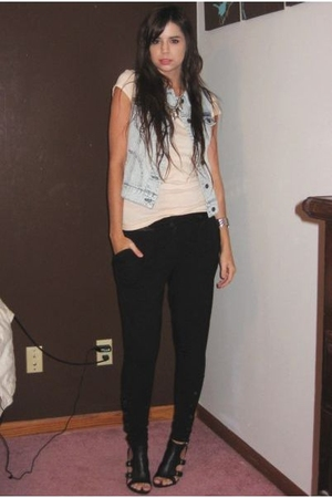 forever 21 vest - H&M t-shirt - forever 21 pants - Nine West shoes - forever 21