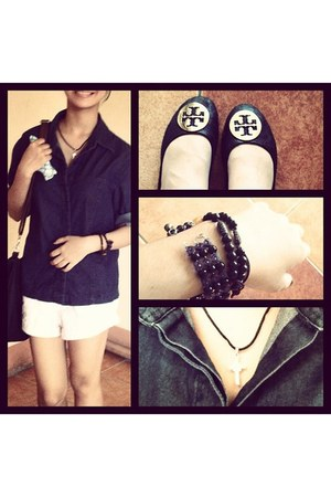 tory burch flats - white Guess shorts - navy Guess blouse