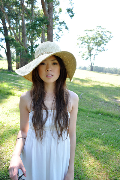 white Dotti dress - beige bardot hat