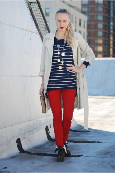 red pants - navy sweater - brown shoes - beige coat - gold accessories