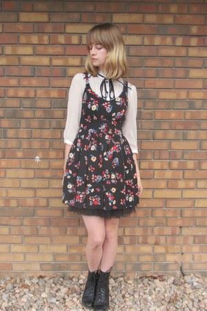 ivory Forever 21 blouse - black vintage boots - black Forever 21 dress