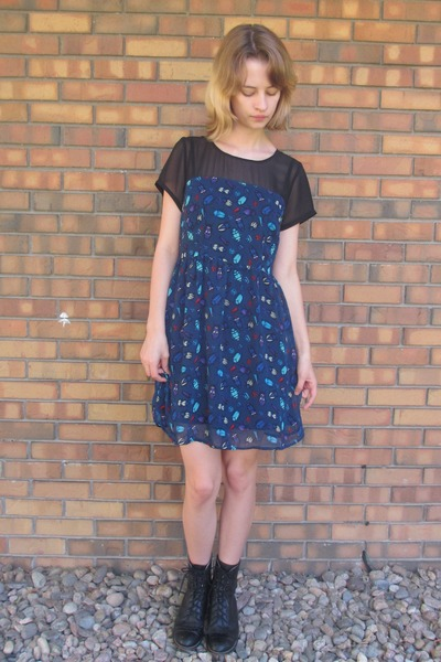 black vintage boots - navy insect print Forever 21 dress