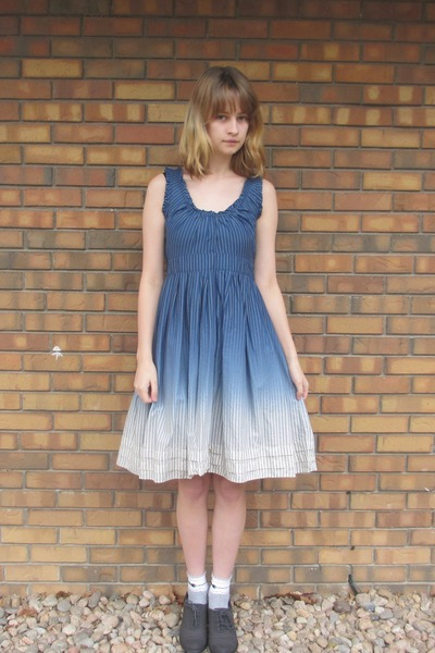 navy thrifted dress - gray DSW heels