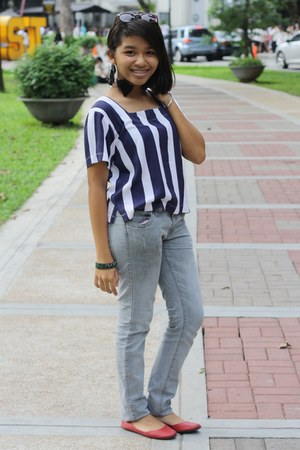 stripes blouse - earrings - red comfit flats