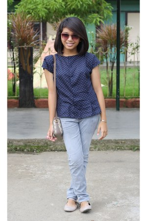 blue polkadot blouse - Gucci bag - sunglasses - gray pants - beige flats